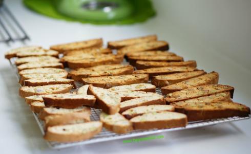 orange pistachio biscotti 5_mini