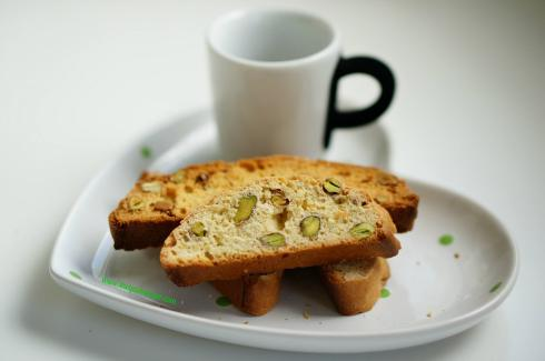 orange pistachio biscotti 6_mini