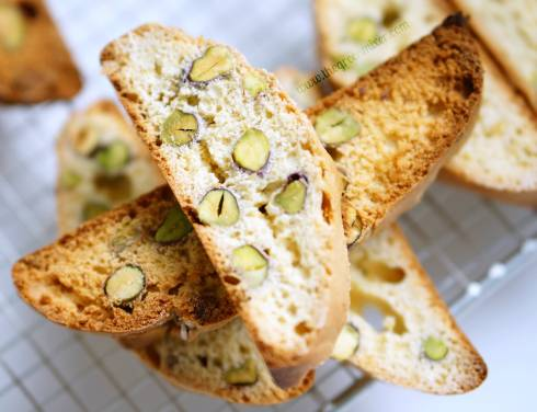 orange pistachio biscotti 7_mini