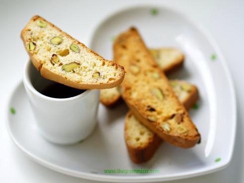 orange pistachio biscotti 8_mini