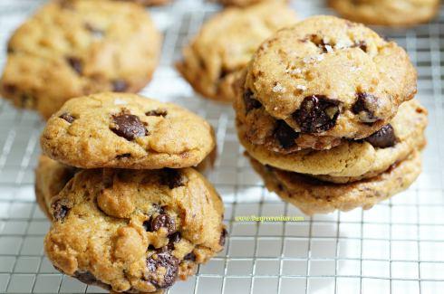 salted chocolate chunk cookies 3_mini